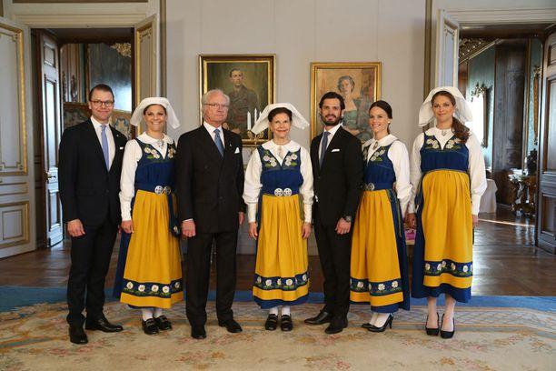Sofia Hellqvist saa valkoisen hatun päähänsä vasta mentyään naimisiin.