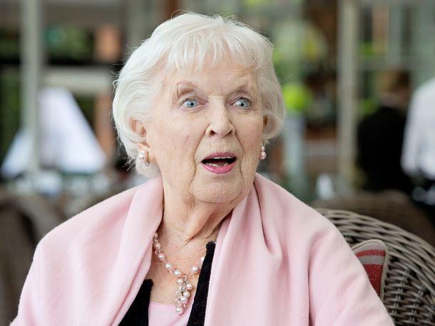 Rakastettu brittinäyttelijä June Whitfield, 93, nukkui pois perjantai-iltana.
