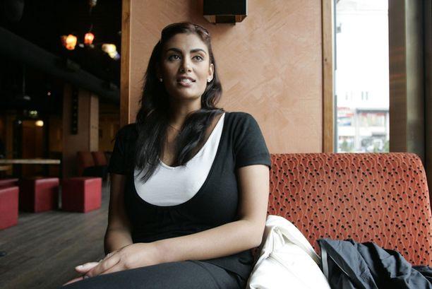 EHDOLLE 16-vuotiaana julkisuuteen ponnahtanut Jasmin Mäntylä ei koe olevansa perinteinen julkkisehdokas.