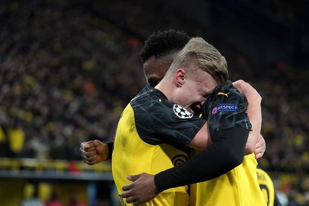Erling Haaland juhlii ensimmäistä maaliaan Dortmundissa.