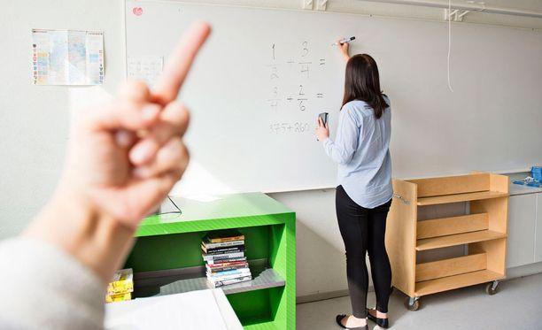 Luokanopettaja avautuu mielipidekirjoituksessa koululaisten asiattomasta käytöksestä.