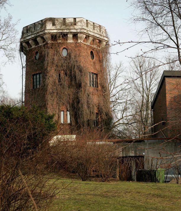 Helsingin Munkkiniemessä sijaitseva tornitalo on valmistunut vuonna 1840.