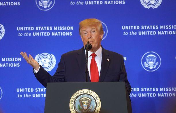 Trump on viettänyt viime päivät New Yorkissa YK:n kokouksissa samaan aikaan kun Washingtonissa on käynnistynyt vallan väärinkäyttöepäilyistä alkanut myrsky.
