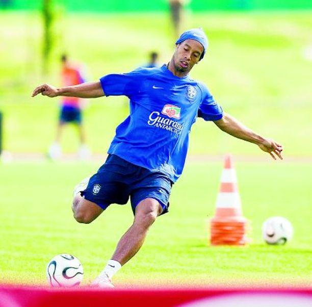 MM-kisojen kirkkain tähti Ronaldinho harjoitteli väkinäisesti.