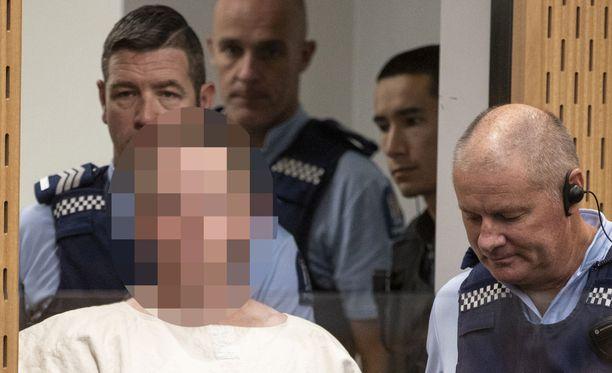 Iskun tekijä Brenton Tarrant on Uuden-Seelannin poliisin hallussa. Tuomioistuin kielsi epäillyn kuvan julkaisemisen sellaisenaan.