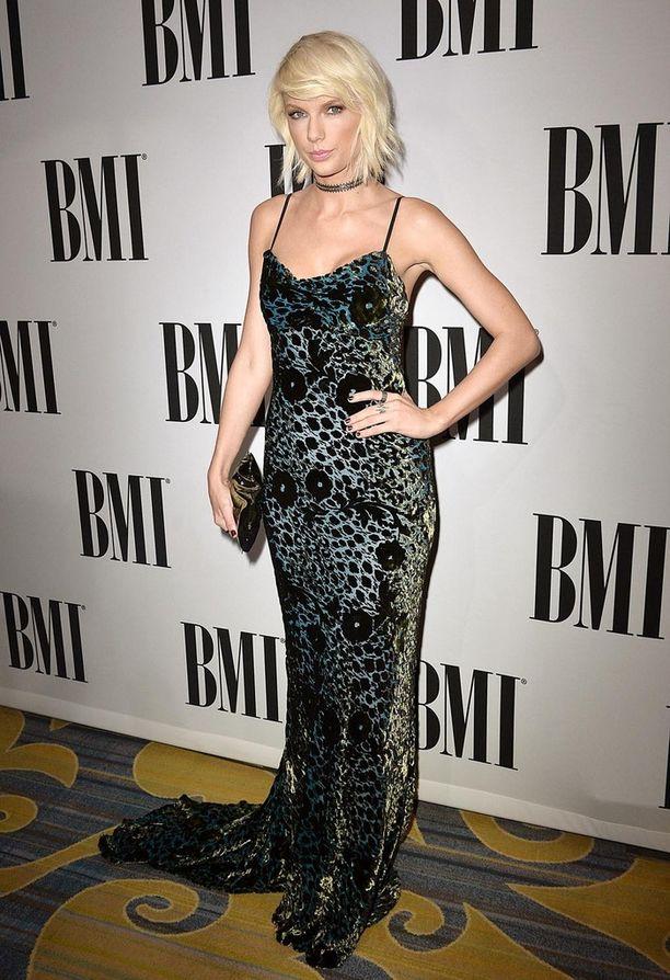 Laulaja Taylor Swift kertoi maanantaina julkaistussa kirjoituksessaan, ettei Kanye West ollut koskaan soittanut hänelle Famous-kappaletta kokonaisuudessaan ennen sen julkaisua.