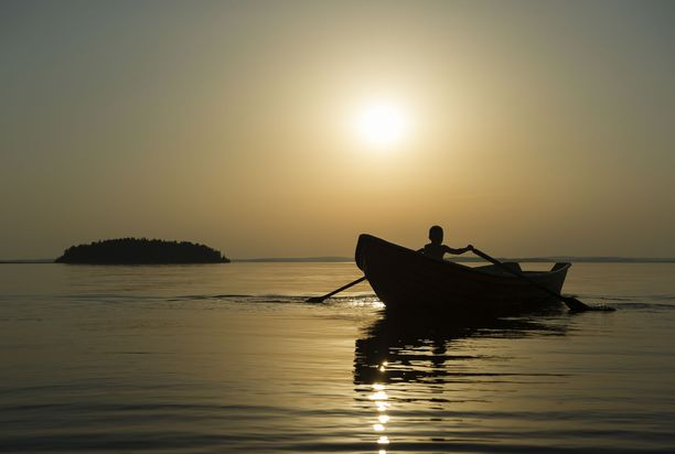 Järvi kutsuu kesäyön souturetkelle Kajaanissa.