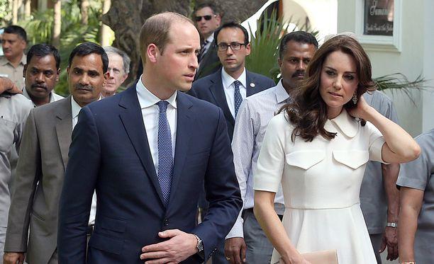 Prinssi William ja herttuatar Catherine vierailevat parhaillaan Intiassa.
