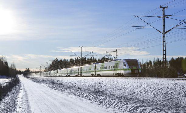 Liikennevirasto ja VR satsaavat yli 300 miljoonaa euroa rataverkostoon. Liikenneviraston Pekka Petäjäniemen mukaan syynä on lisääntyvä matkustajamäärä, joka vaatii sujuvampaa ja nopeampaa liikennettä.