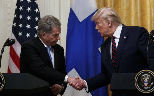 """Sauli Niinistö lähetti tsemppiviestin Trumpeille: """"COVID-19 uhkaa yhä meitä kaikkia"""""""