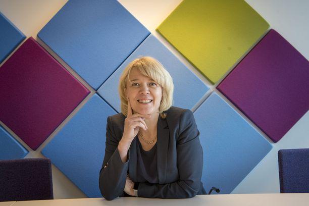Kirsi Leivo aloitti Kilpailu- ja kuluttajaviraston pääjohtajana viime syksynä. Rahapelit ja pikavipit joutuivat samantien hänen suurennuslasinsa alle.