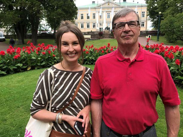 Eeva Kalli kertoo, että hänen isänsä Timo Kalli on ollut eläkkeellä niin kiireinen metsätöiden kanssa, että on hädin tuskin ehtinyt vastata tyttären puheluihin.