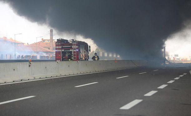 Bolognassa nousi iltapäivällä suuri savupatsas räjähdyksen jälkeen.