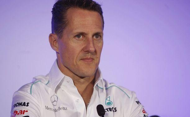Michael Schumacherin pärstä nähdään jatkossakin Mercedesin mainoskuvioissa.
