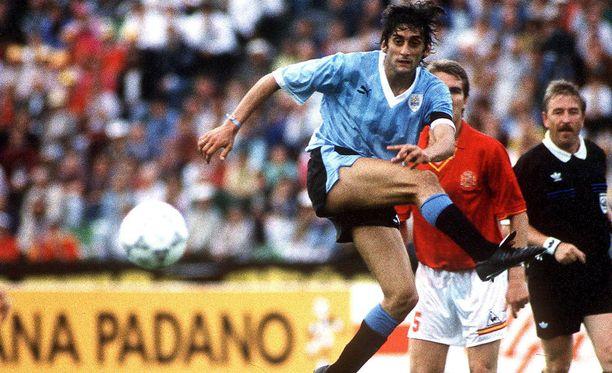 Enzo Francescoli edusti Uruguayta 1986 ja 1990 MM-turnauksessa.