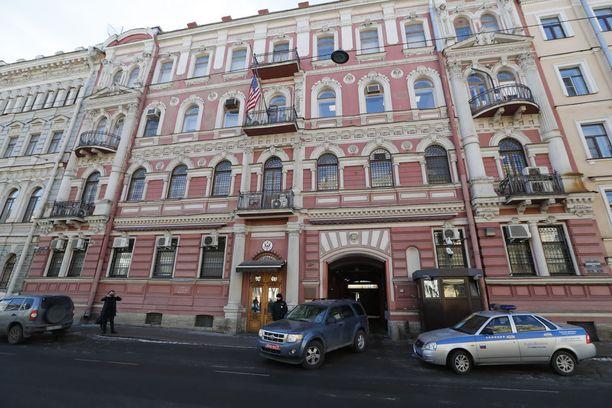 Venäjä on jo ilmoittanut sulkevansa Yhdysvaltojen Pietarin konsulaatin vastatoimena venäläisdiplomaattien karkoituksille Yhdysvalloista.