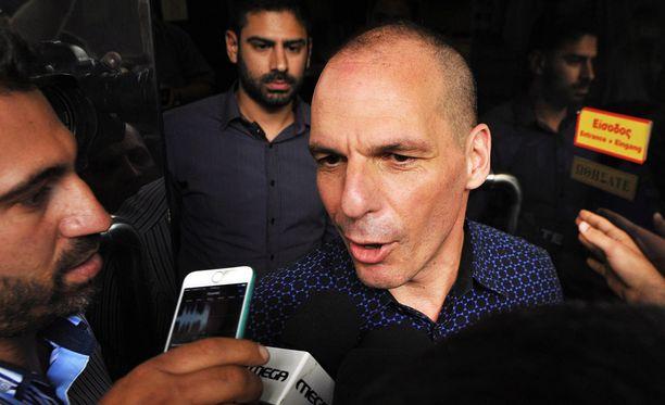 Väistyvä valtiovarainministeri Yanis Varoufakis antoi lausuntoja tänään journalisteille.