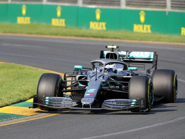 Valtteri Bottas joutui käyttämään Australiassa peruutusvaihdetta ensimmäistä kertaa urallaan.