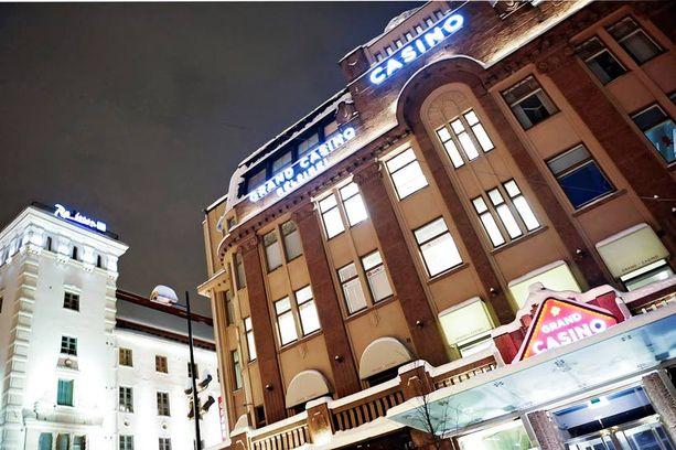 HUIJAUS Poliisin mukaan valvontakameran video paljastaa, että palkittu suomalaistaikuri taitteli kortteja Grand Casino Helsingin pokeripöydässä.