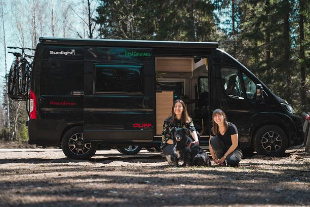 TourDeVan-seikkailijat Elin ja Emilia ovat olleet tien päällä 3,5 kuukautta, jonka aikana he ovat oppineet monta uutta taitoa.