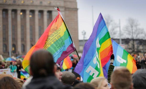 Kansalaisaloite tasa-arvoisen avioliittolain kumoamiseksi etenee todennäköisesti eduskuntaan.