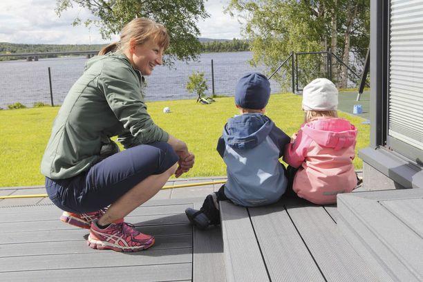 Poutiainen-Rinteellä on aviomiehensä Vesan kanssa 2-vuotiaat kaksoset.