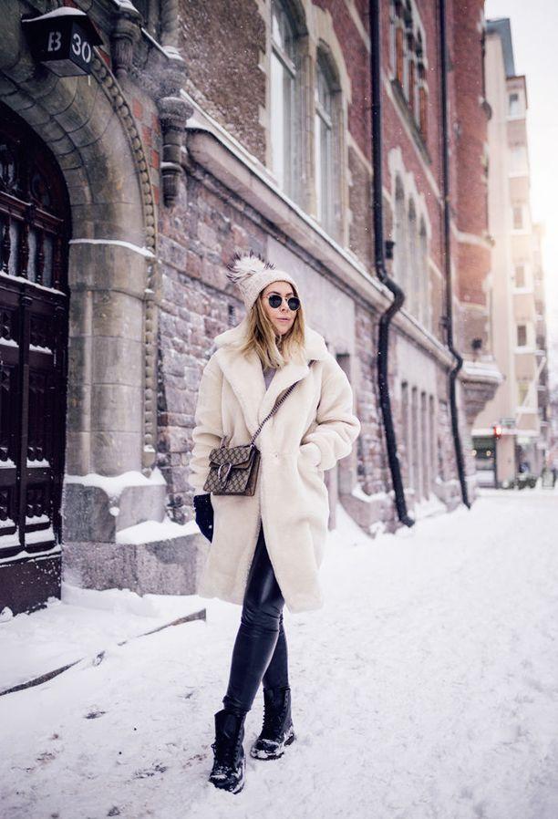 Alexa Aavarinne tarkenee tammikuussakin pörheässä karvatakissaan.