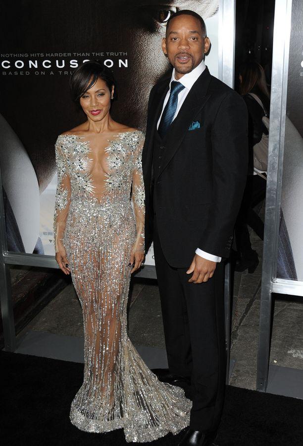 Jada Pinkett Smith ja Will Smith edustivat maanantaina Willin uuden Concussion-elokuvan näytöksessä Kaliforniassa.