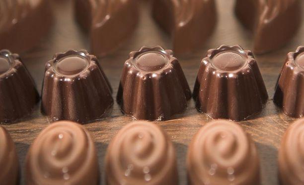 Suklaarasioita ei kannata pitää joulunakaan koko ajan esillä, jos haluaa karttaa ylimääräisiä kiloja.