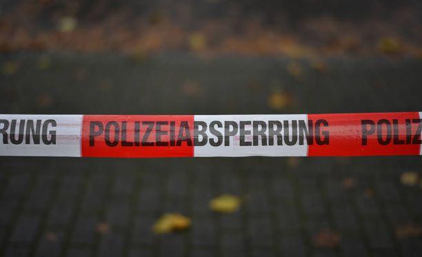 Münchenin poliisi jäljitti veitsimiestä kolmen tunnin ajan lauantaina aamupäivällä.