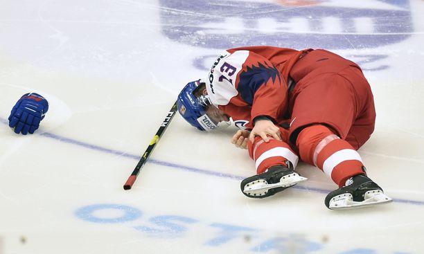 Jakub Lauko loukkaantui vain muutaman sekunnin pelin jälkeen, eikä pysty enää pelaamaan turnauksessa.