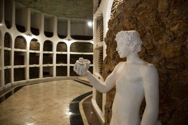 Cricovan kellareihin on varastoitu yli miljoona viinipulloa.