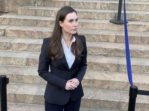 Pääministeri Sanna Marinin kasvoilla ovat vaihdelleet puoliväliriihessä vakavuus ja hymy.