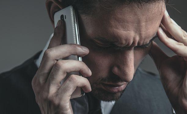Huijauspuheluissa yritetään urkkia käyttäjän tietoja.