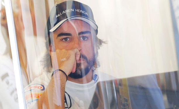 Fernando Alonson mukaan autojen kehitystä rajoitetaan liikaa.
