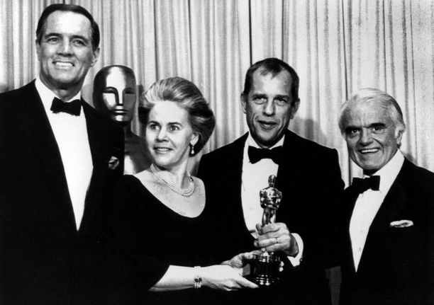 Jörn Donner kävi pokkaamassa parhaan vieraskielisen elokuvan palkinnon vuoden 1984 Oscar-gaalassa. Donner toimi elokuvan tuottajana.