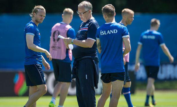 Lars Lagerbäck tietää tarkalleen sen, missä kunnossa hänen pelaajansa ovat ja mitä hän haluaa näiltä kentällä nähdä.