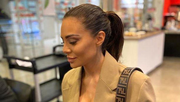 Sofia Belórf sai helikopterilla vieraita Hankoon.