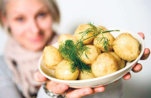 Asiantuntijan mielestä suomalaisten pitäisi syödä perunaa 100 kiloa vuodessa.
