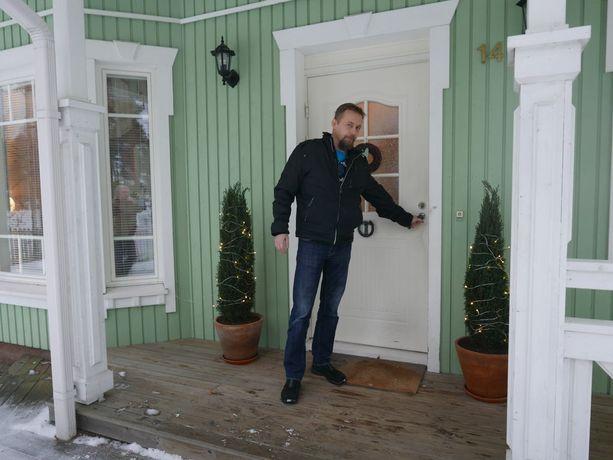 Veli-Pekka Kontinen on vaihteeksi kotona Puumalassa. Hän sanoo, että pelastusoperaatiossa kaikki meni uskomattoman hyvin ja oli suuri helpotus, kun selvisi, että kaikki oli saatu pelastettua.