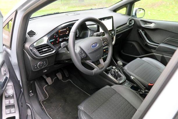 Kuljettajan työmaa on sama kuin perus-Fiestassa.