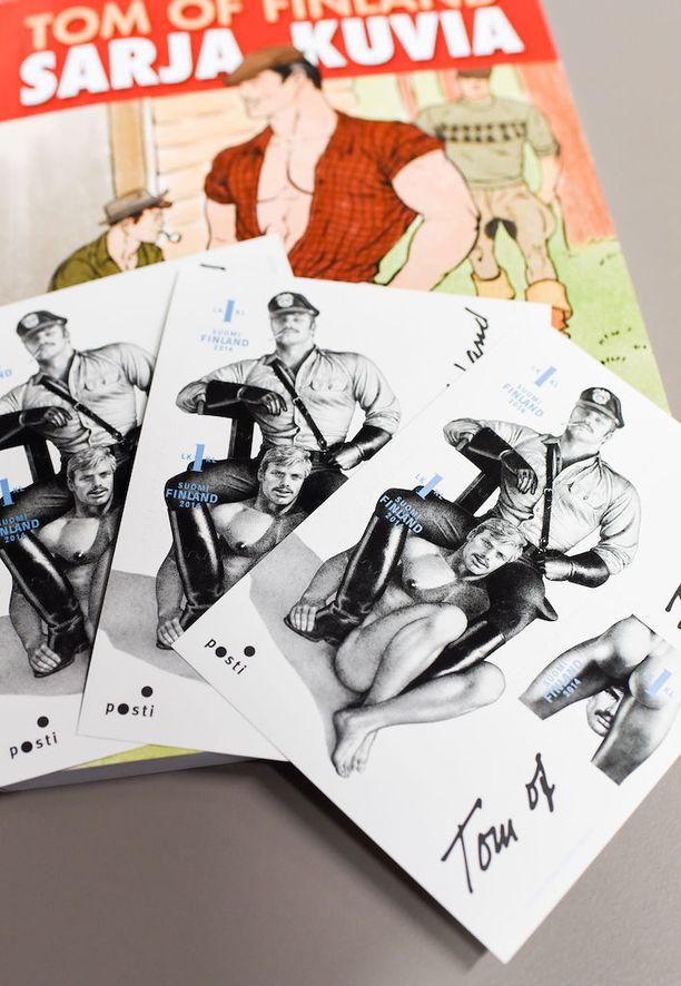 Uniformupukuinen Kake on päässyt koristamaan muun muassa postimerkkejä.
