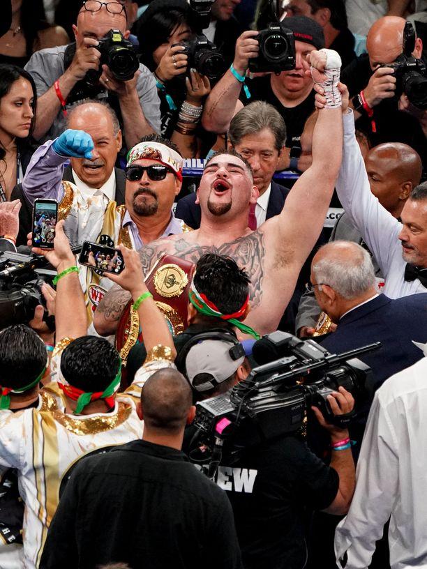 Andy Ruiz tuuletti kesäkuussa tuoreena maailmanmestarina voitettuaan Anthony Joshuan.