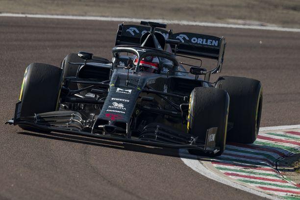 Kimi Räikkönen testasi uutta Alfa Romeota erikoisvärityksessä viime viikolla.
