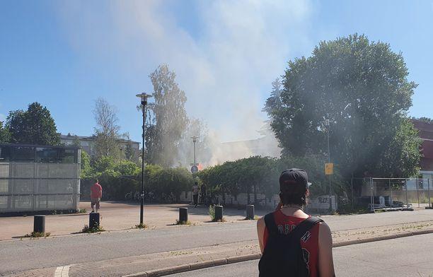 Lukijan mukaan paikalla oli palon hetkellä muitakin.