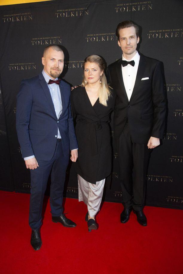 Apulaisohjaajat Antti Lahtinen, Maria Reinup ja leikkaaja Harri Ylönen ovat Dome Karukosken luottotiimi.