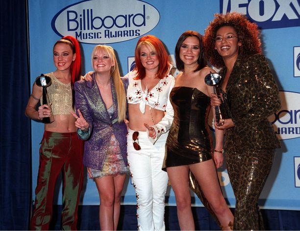 Spaissarit eli Spice Girls vuonna 1997. Victoria Beckham (kuvassa toinen oikealta) ei ole mukana yhtyeen paluukiertueella.
