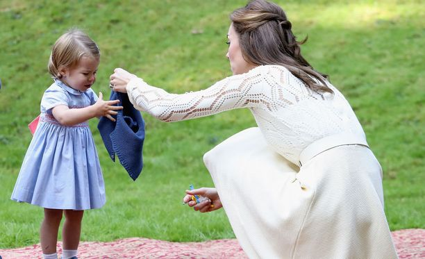 Catherine neuvoo prinsessa Charlottea.
