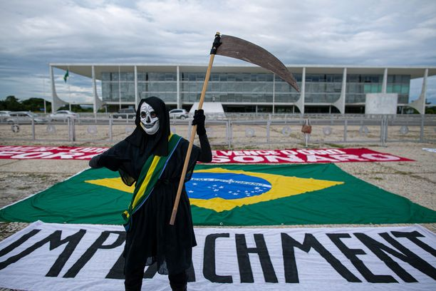 Korona koettelee kovalla kädellä Brasiliaa. Siitä huolimatta maassa on nähty runsaasti rokotusten vastaisia mielenosoituksia.