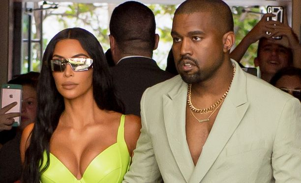 Kuvassa Kim Kardashian ja Kanye West elokuussa.